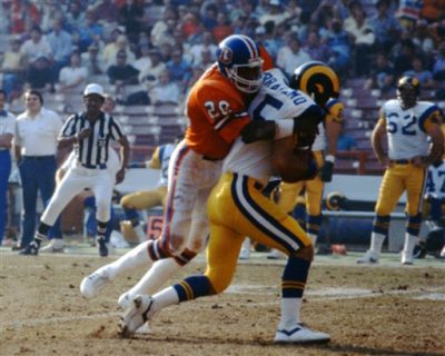 Denver Broncos cornerback Louis Wright (20) sacks Los Angeles Rams quarterback Vince Ferragamo (15)