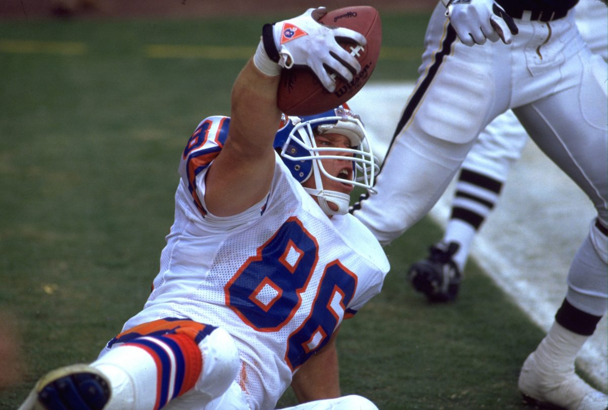 Tight end Chris Verhulst celebrates a reception during a November 11, 1990 loss (7-19) to the Chargers in San Diego.