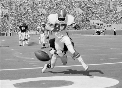The football bounces away from Denver Broncos' Jim Wright (87) for an incomplete pass during NFL action in Chicago, Oct. 3, 1983.